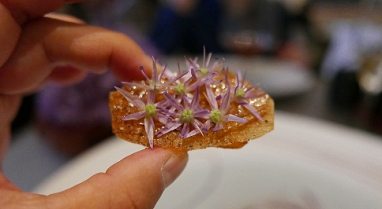 Onion, purple allium and black pepper. Deep concentrated onion flavour.