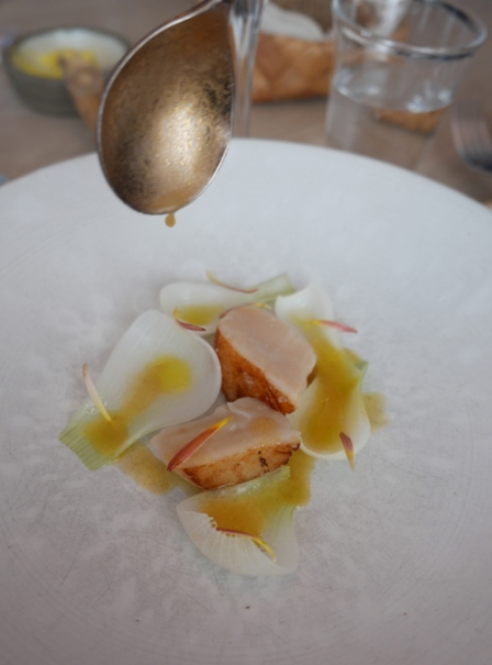 Diver caught scallops from Hitra with onions from Rosendal and yeast.