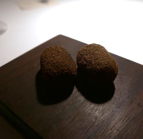 Potatoes in vegetable powder.